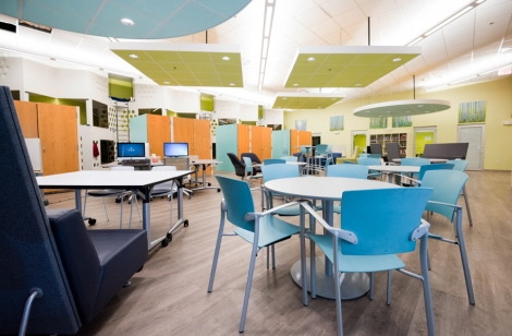 The atmosphere of Y2Y's common space evokes a college residence hall, with comfortable seating and computer workstations.
